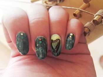 Nail art harpe romane