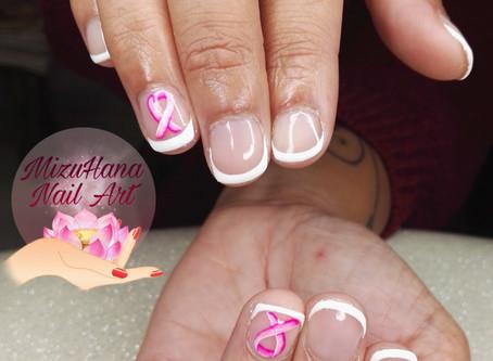 Nail art octobre rose sur clientèle