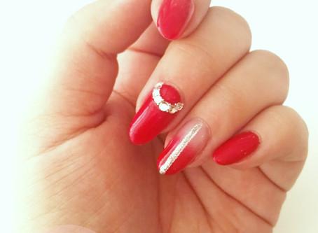 Manucure rouge trait abstrait avec dégradé