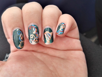 Nail art harpe, triskel et arabesque à Brocéliande