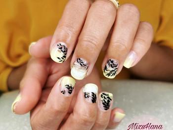 Nail art feuillage frais sur babyboomer jaune