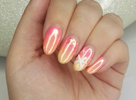 Nail art coquillage et palmier avec effet sirène
