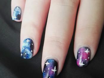 Nail art - Une galaxie entre mes mains!