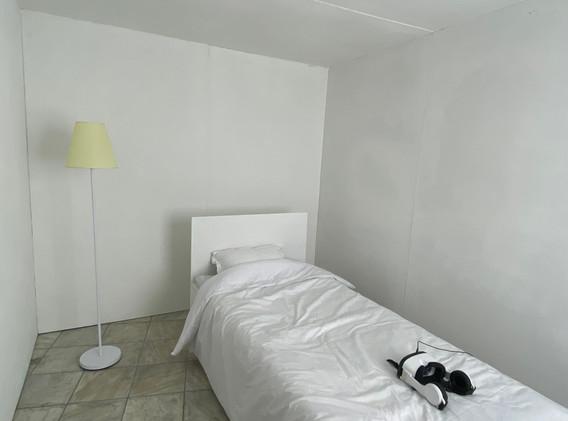 서승희, <Space out in a room>, 혼합재료, 360도 영상설치, 240x360x220 (가변크기), 2021