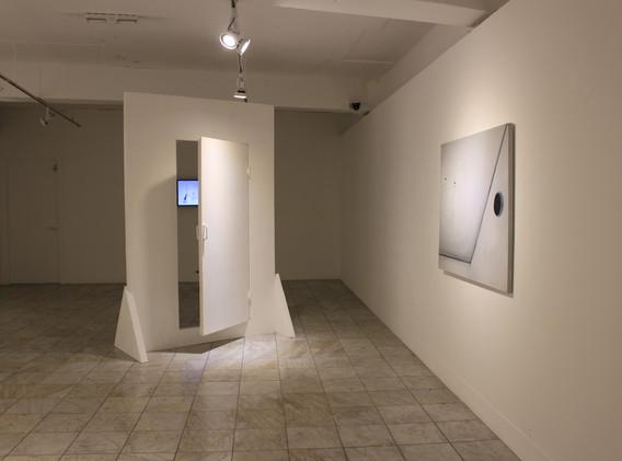 류은  출구는 어디에, Mixed media, 140x70.3x240(h)cm, 2020  休, Oil on canvas, 116x89cm, 2020