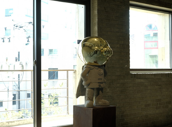 전가빈, <희생만 남은 자기희생>, 시멘트, 철근, FRP, 도장, 400*400*800cm, 2017