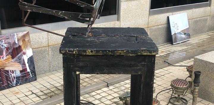 TheThe(노현지, 이수아), <고철과 나무>, mixed media, variable installation, 2018