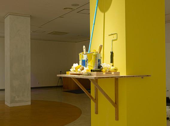 신명준, Yellow Holiday, mixed media on yellow pillar, 68.3x68.3x300.0cm, 2020