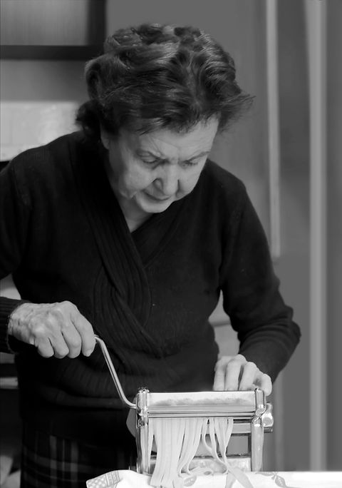 Oudere vrouw maken van Pasta
