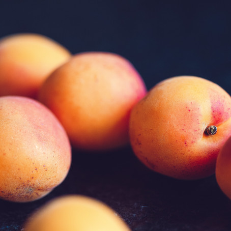LET'S NOURISH THE SKIN WITH APRICOT KERNEL OIL!