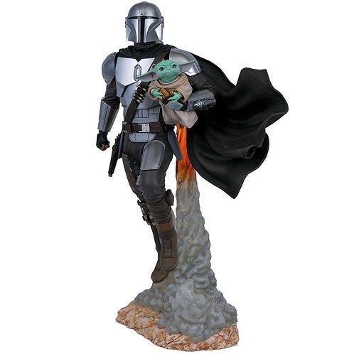 Diamond Select Star Wars Milestones Mandalorian and Child Statue