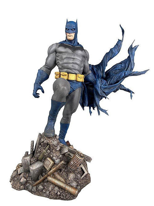 Diamond Select DC Gallery Batman Defiant Statue