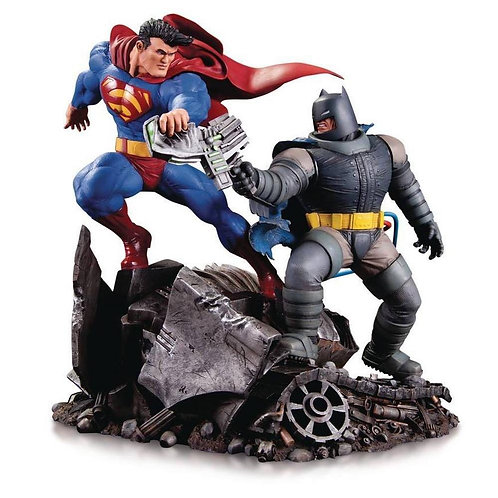 DC Collectibles - The Dark Knight Returns Batman vs. Superman Mini Battle Statue