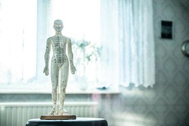osteopathy-1207800_1920_edited.jpg