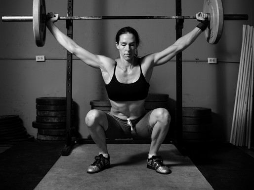 How can a girl lift weights?