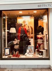 Art en vitrine en boutique de lingerie