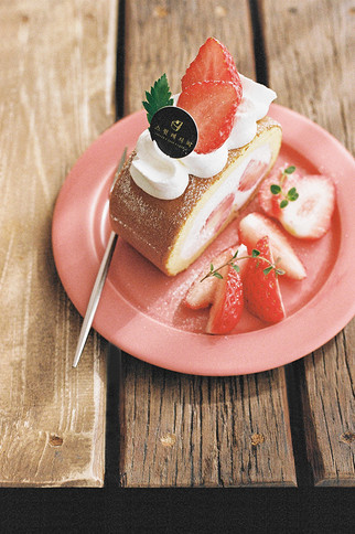 Strawberry Castella Roll, 2020