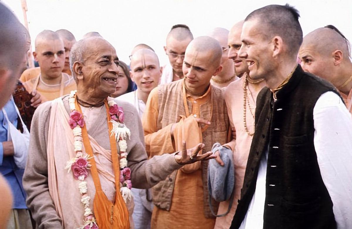 Srila-Prabhupada-and-Hansadutta-talk-on-morning-walk