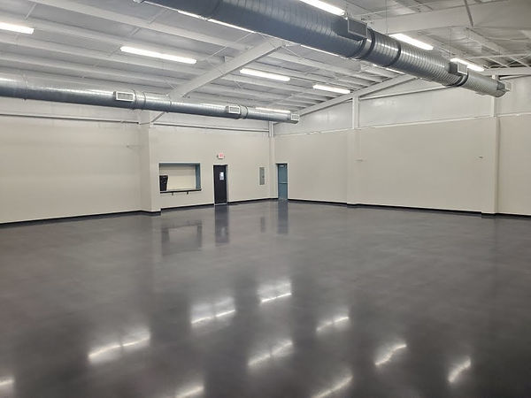 800 GRIT POLISHED CONCRETE FLOOR WITH BLACK DYE