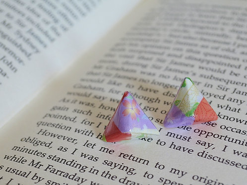 Origami Pyramid shaped stud earrings 立体三角形の折り紙スタッドピアス