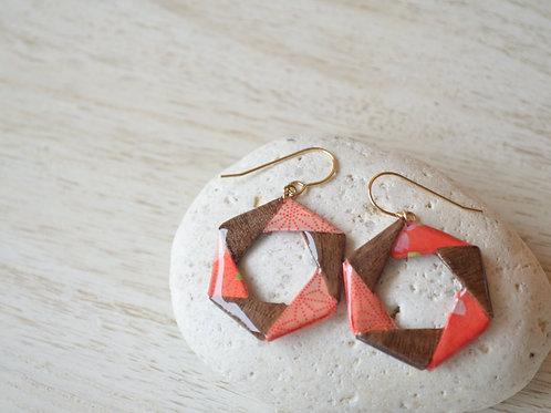 Hexagonal Design Origami Earrings 赤と木の折り紙の六角形デザインのピアス