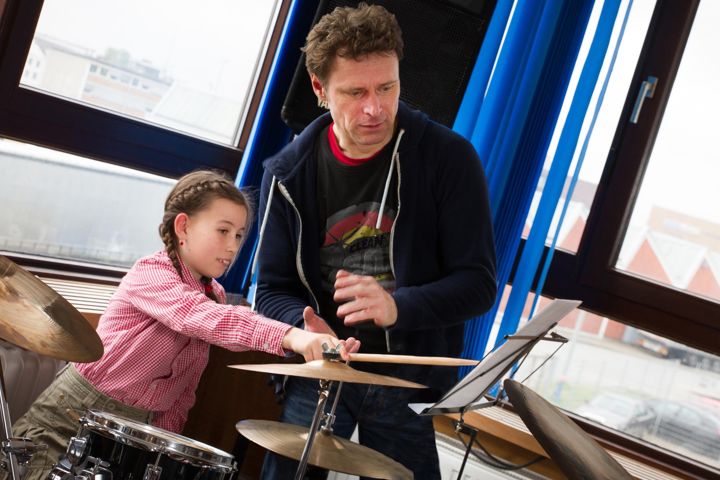 Schlagzeuglehrer Kai gibt Tipps