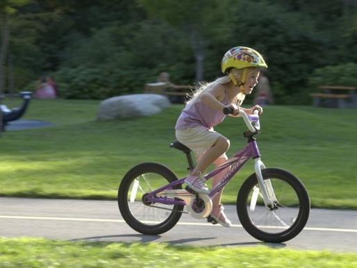 Как научить ребенка ездить на велосипеде.