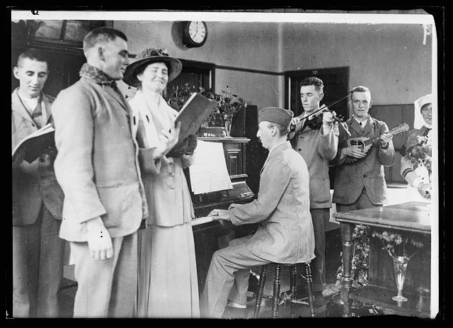 An impromptu concert in the American ward of the Scottish General Hospital