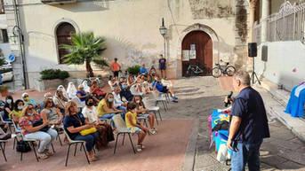 Un momento della cerimonia organizzata in Piazza Vescovado a Carinola.