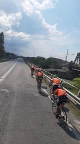 I ciclisti partiti da Maratea, accompagnano il Mattone a Paola.