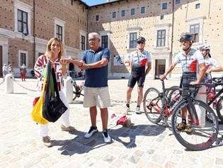 Consegna delle bisacce a Urbino.