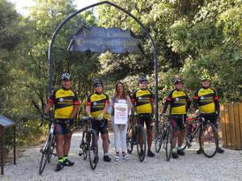 """Ciclisti delle ACLI in partenza dal """"Centro geografico d'Italia"""""""