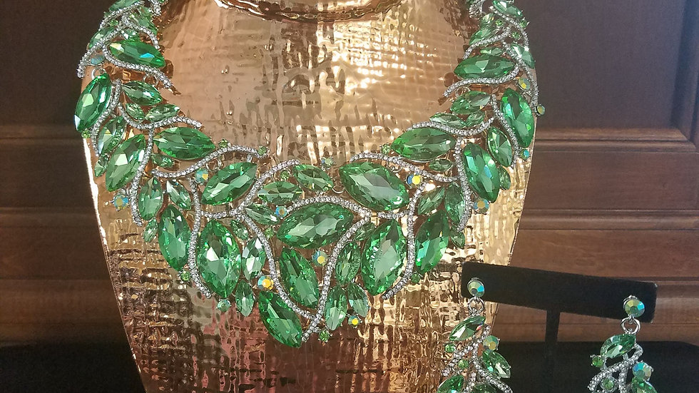 Green Marquise with Earrings