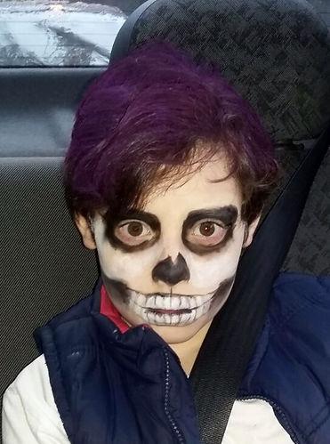 Maquiagem de caveira para criança em Porto Alegre