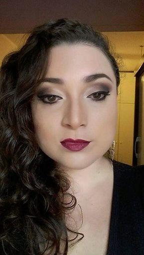 Maquiadora Daphne Porto. Olho esfumado e contorno facial, maquiagem em Porto Alegre Zona Norte