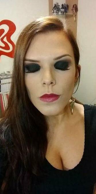 Maquiagem para convidada de formatura. Olho preto. Maquiadora Daphne Porto