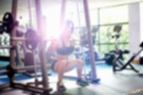 Woman-squatting-at-the-gym