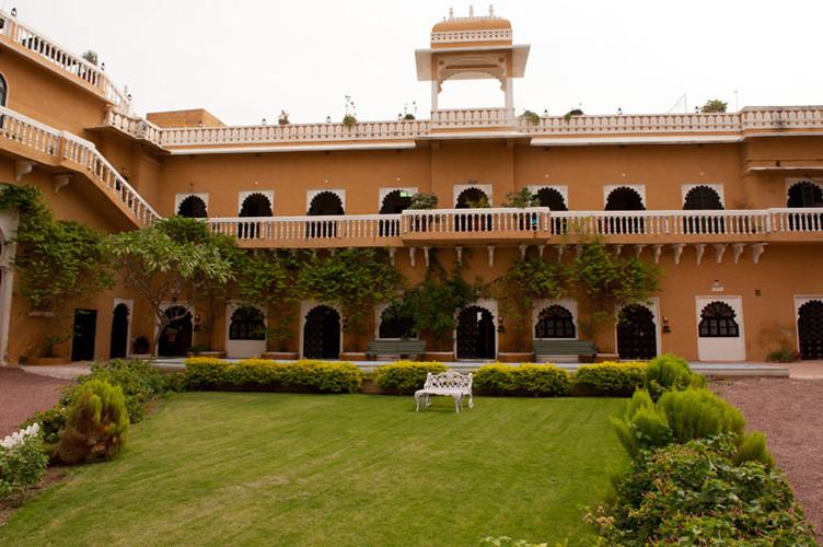 deogarh_mahal_exterior_18.jpg