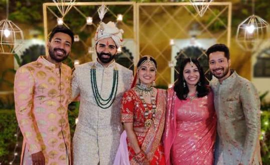 Vicky, Sumit, Ritu, Shraddha, Rajat