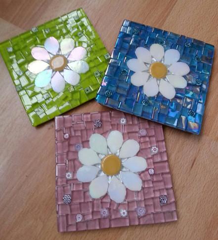 CS8 White Daisy on Glass  £12 Each