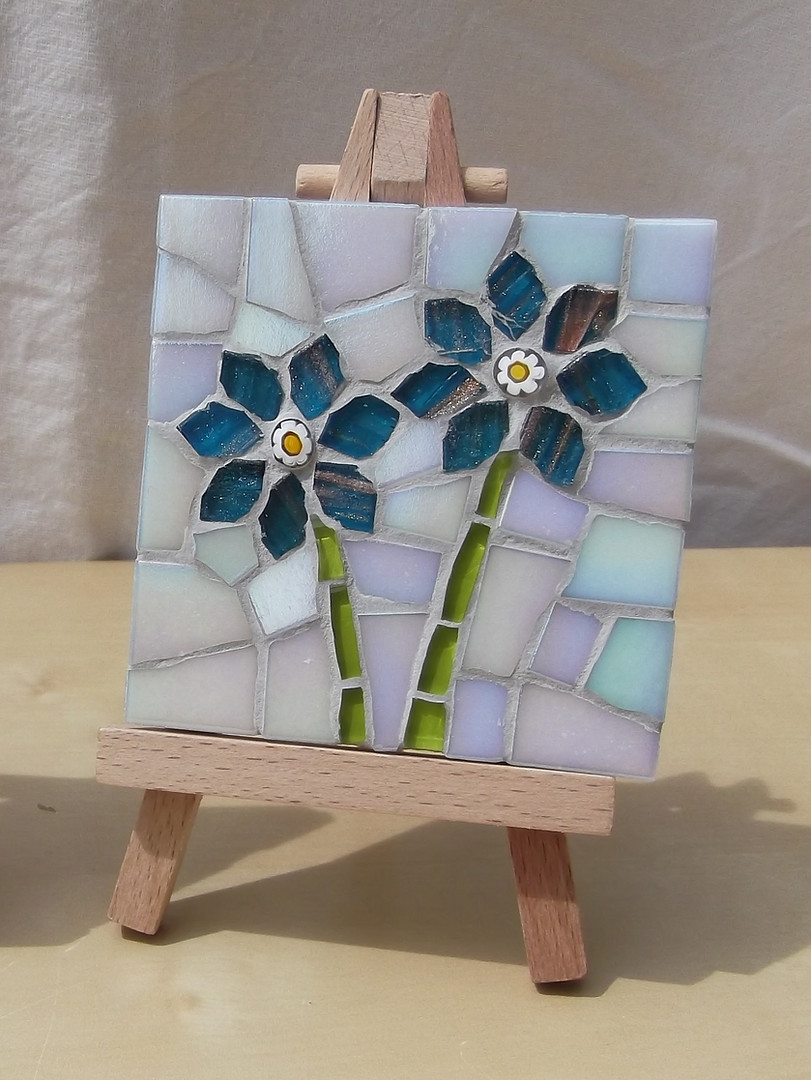 MM11 Blue Fowers on White (Easel Incl.)  £12