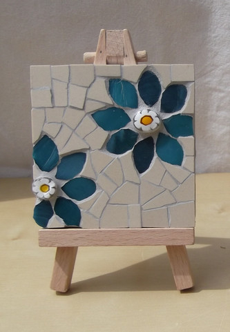 MM12 Blue Floral on Cream (Easel Incl.) £12