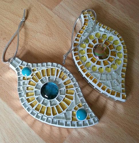 LF28  Turquoise/White & Gold/White Leaf  £13 Each