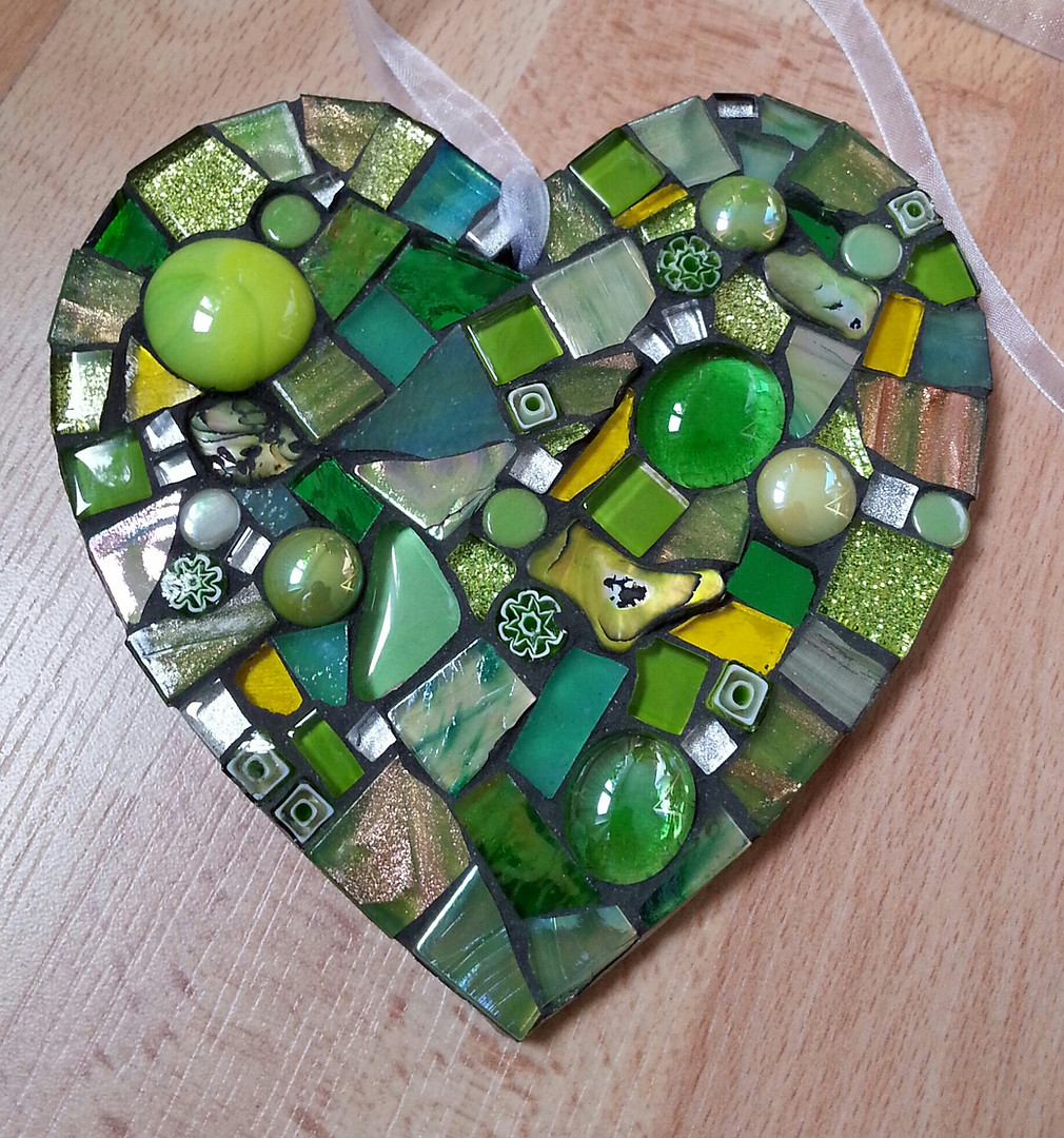 LH7 Large Heart Green Medley  £22 Each
