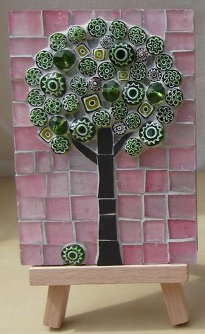 MM9 Medium Green Blossom on Pink Close Up