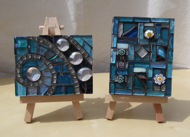 MM14 Blue Quilt (Easel Incl.)  £13