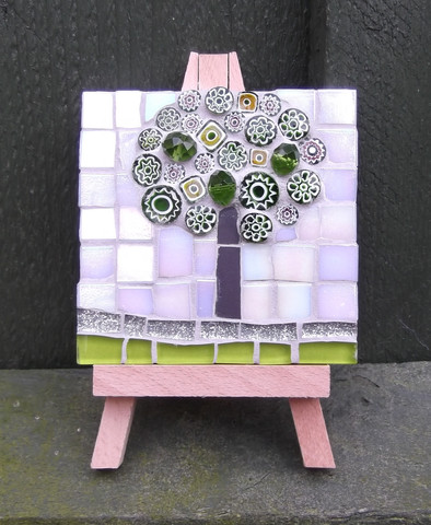 MM5 Small Green Blossom  (Easel Incl.)  £12