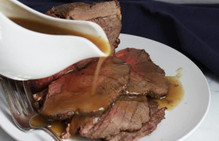 ROAST BEEF & gravy-pour.jpg