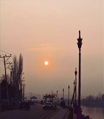 Dal lake Srinagar Kashmir.jpg