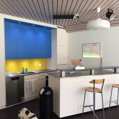 Einbauküche mit Bartheke
